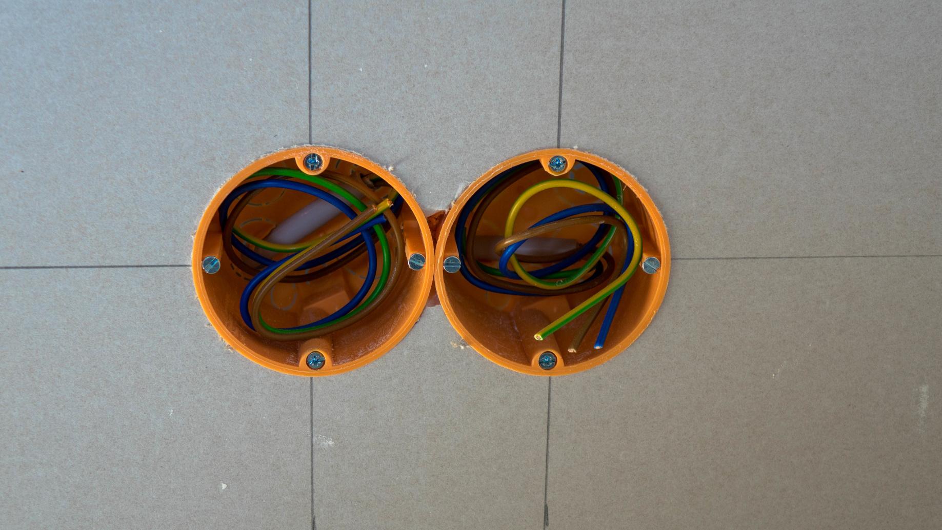 SchuKo-Steckdose in Bad- und Küchenwand