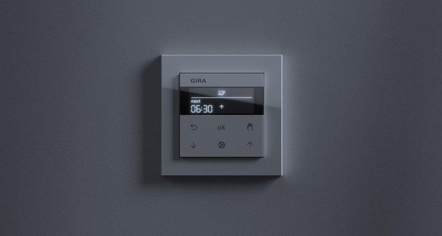 Gira-System3000-Jalousiesteuerung-Jalousieuhr-Display-dark-900x480px_16086_1507894909